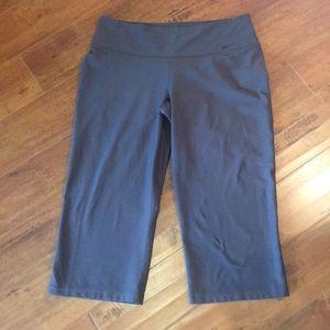 Nike Dark Grey Dri Fit Capri Pants Size Medium